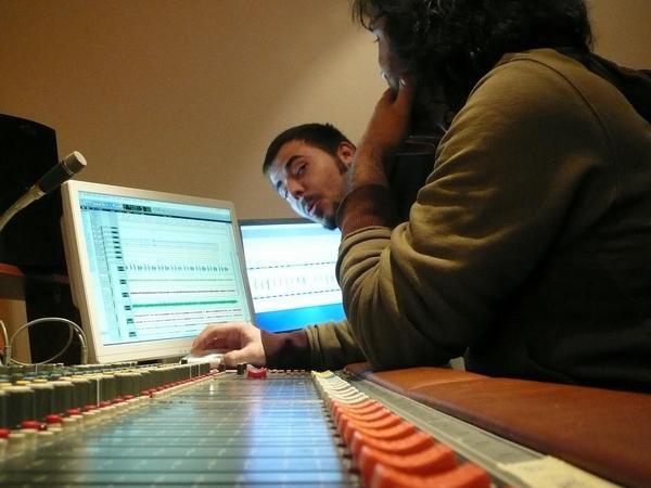 Ivan Durban junto a Julio Cascán en el estudio. Barcelona (2008).